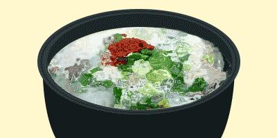 팔팔 끓는 순대국밥